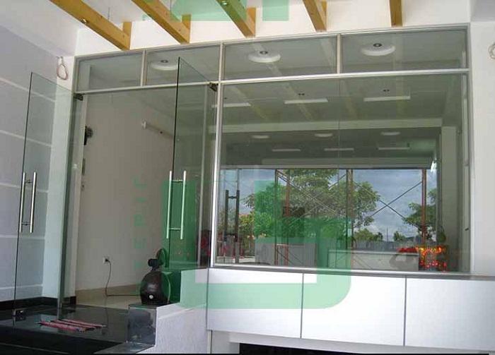 thi công lắp đặt cửa kính cường lực đẹp tại Bình Chánh TPHCM