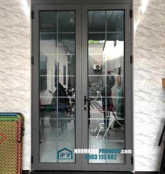 Làm cửa nhôm kính 2 cánh mở quay tại quận Thủ Đức, TPHCM