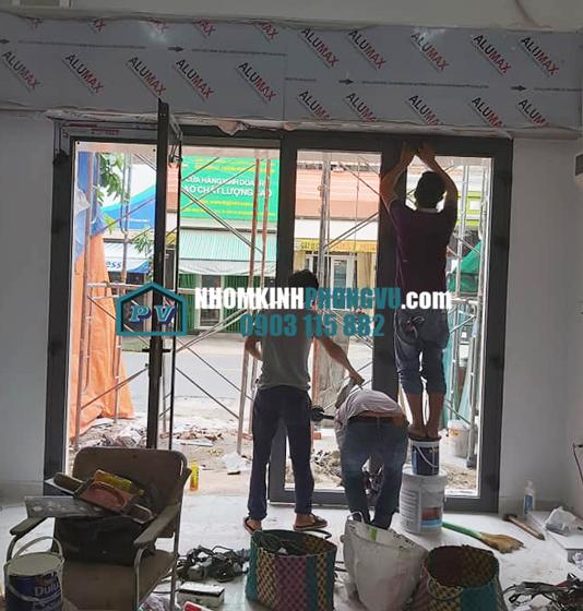 xưởng làm cửa nhôm xingfa 4 cánh màu ghi đen tại bình trị đông bình tân tphcm
