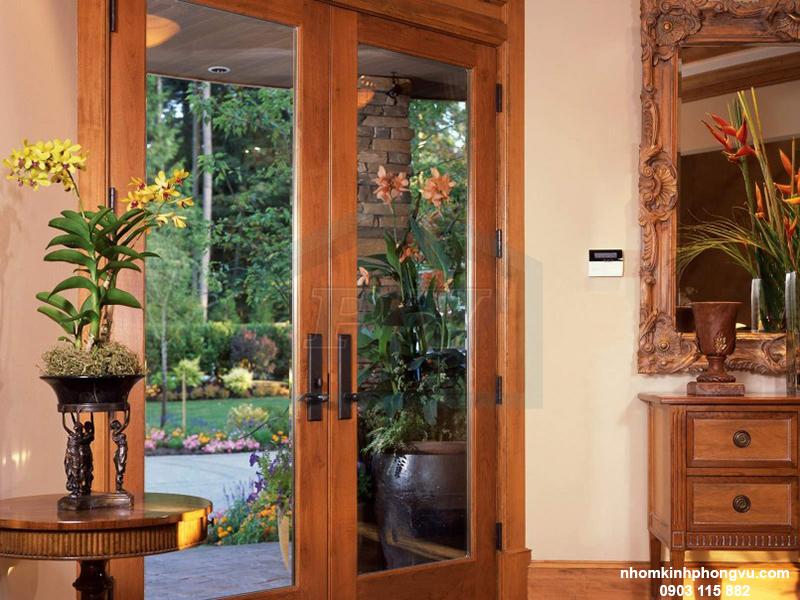 mẫu cửa kính cường lực khung gỗ đẹp