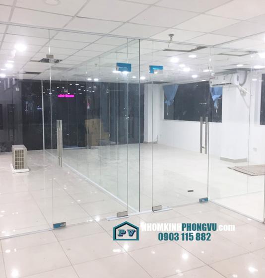 lắp đặt cửa kính vách kính cường lực đường Nguyễn Thị Minh Khai quận 3 TPHCM