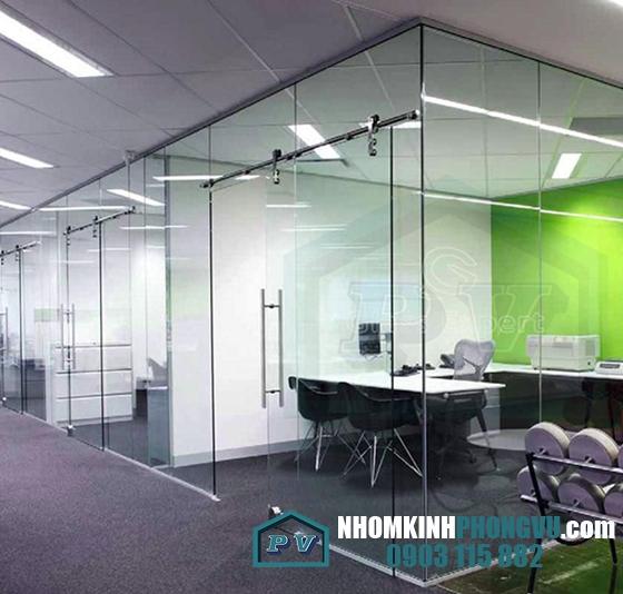 Mẫu cửa kính cường lực lùa ray treo 1 cánh văn phòng