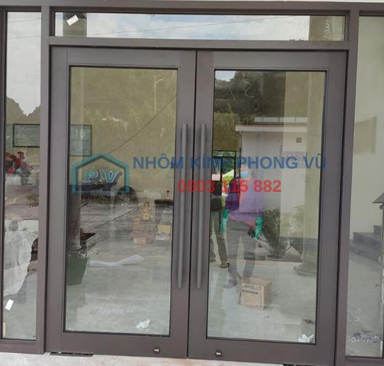 Thi công lắp đặt cửa - vách nhôm xingfa 2 cánh màu xám ghi mở quay màu xám ghi tại Trần Não, Thảo Điền, Quận 2, TPHCM
