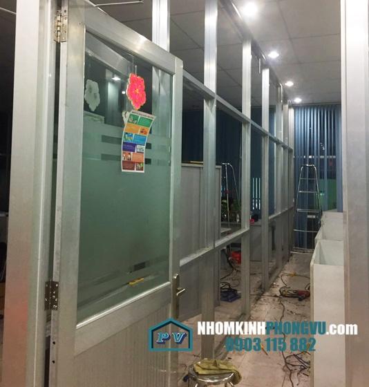 Làm vách nhôm kính giá rẻ tại đường số 8, Phường Linh Xuân, Quận Thủ Đức, TPHCM