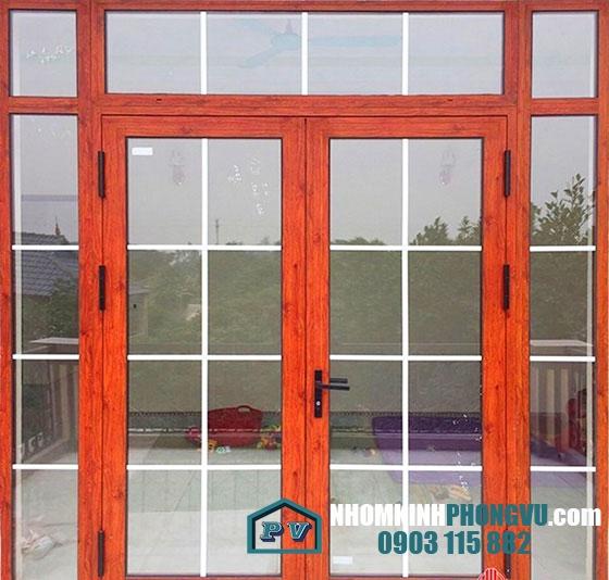 Mẫu cửa nhôm xingfa 2 cánh mở quay màu vân gỗ