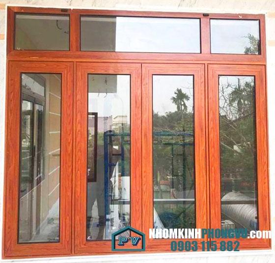Mẫu cửa nhôm xingfa 4 cánh mở quay màu vân gỗ