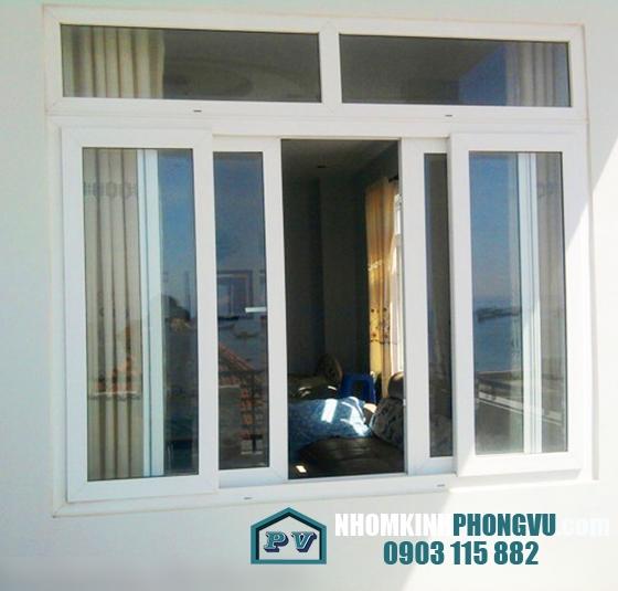 Mẫu cửa sổ kính cường lực kèm khung nhôm mở lùa 4 cánh màu trắng sứ