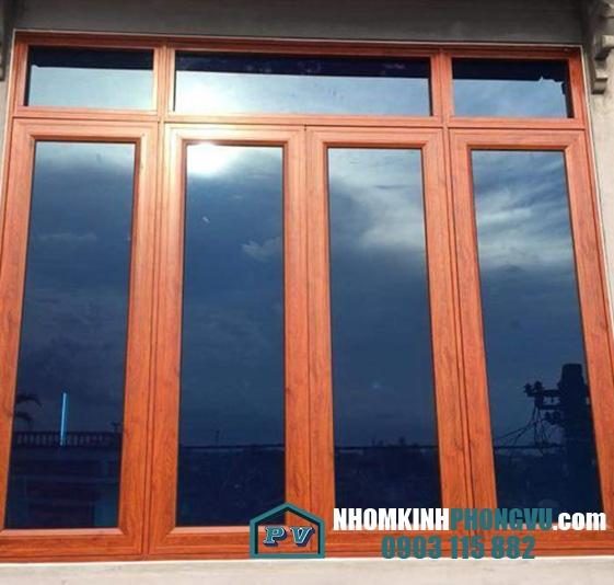 Mẫu cửa sổ nhôm xingfa 4 cánh màu vân gỗ