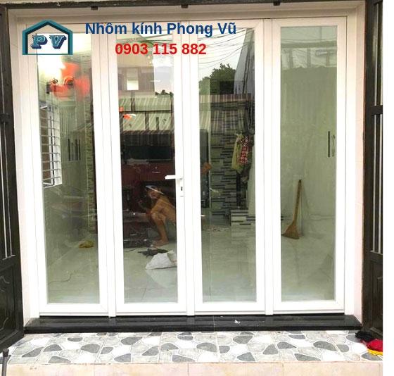 Thi công cửa đi nhôm kính 4 cánh màu trắng sứ nhà chị Lan, đường Vĩnh Lộc, Huyện Bình Chánh, TPHCM
