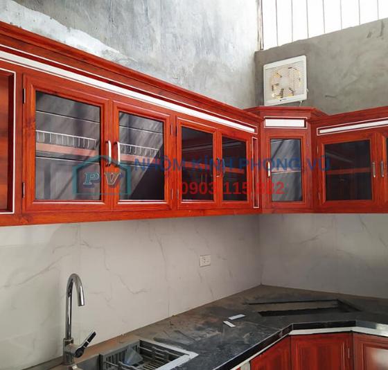 Làm tủ bếp nhôm kính màu vân gỗ đẹp nhà chị Hoa tại phường 12, Bình Thạnh